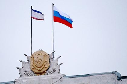 Крымский флаг и флаг РФ