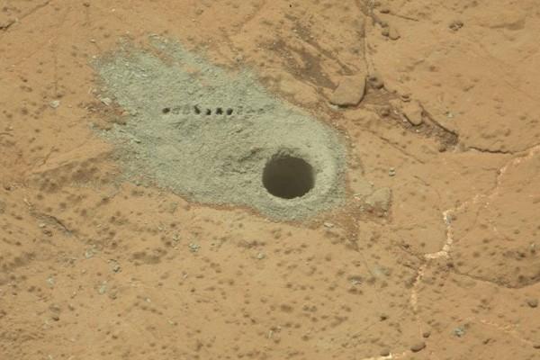 Почва Марса, следы бурения