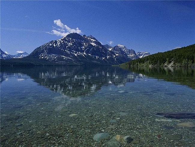 Прозрачная вода озера Байкал
