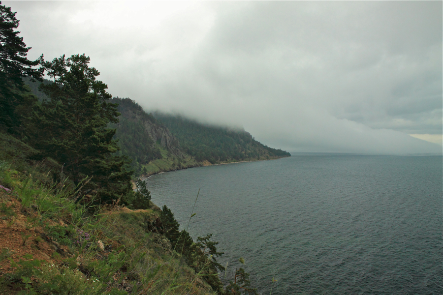 Туман на озере Байкал