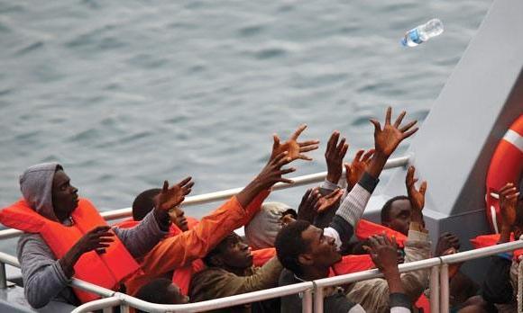мигранты на судне